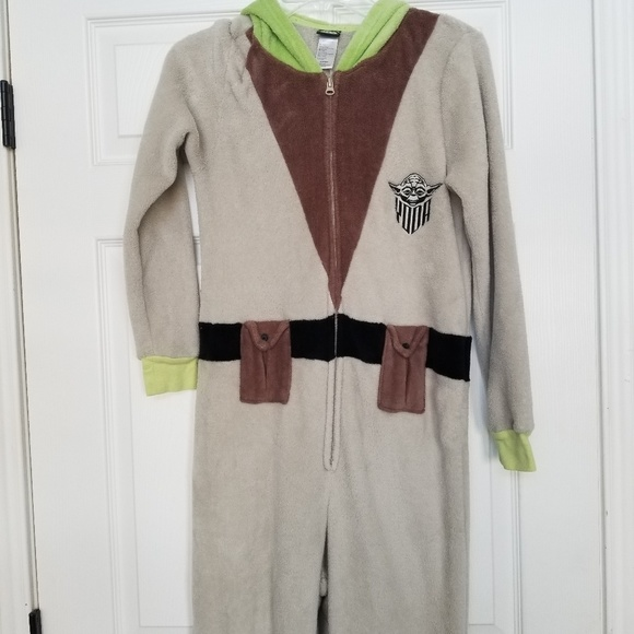 Star Wars Other - Star Wars Yoda full pajamas fuzzy 🕷